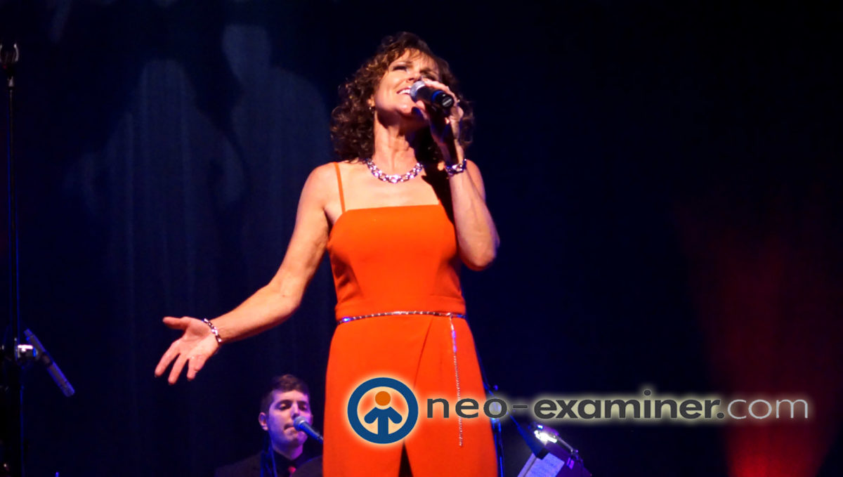 Live Review – Helen Welch Brings The Magic of The Carpenters To The Midwest !