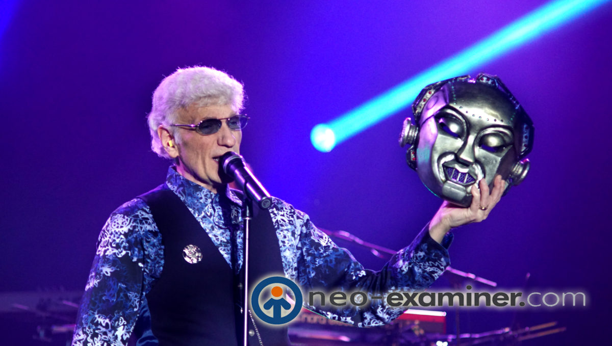 Photo of the day-Dennis DeYoung Performing Mr Roboto !