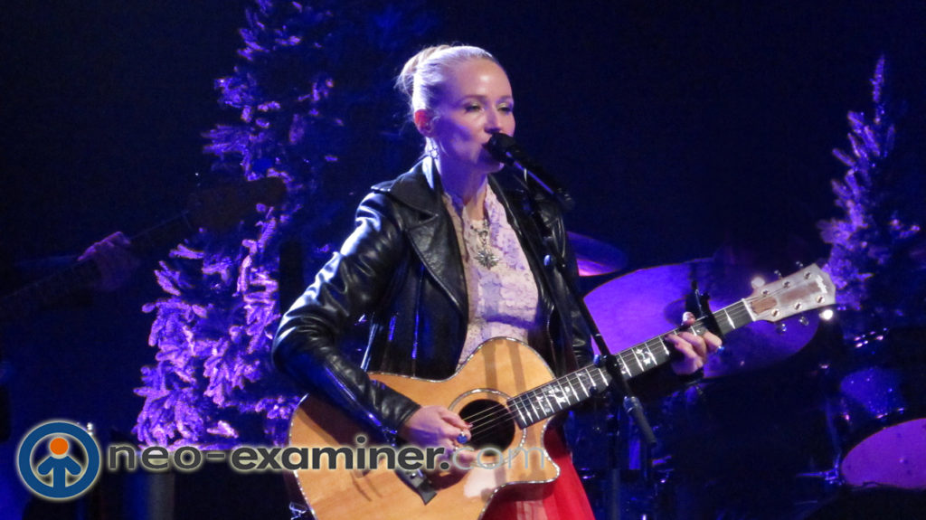 Jewel Handmade Holiday Tour Live On Stage