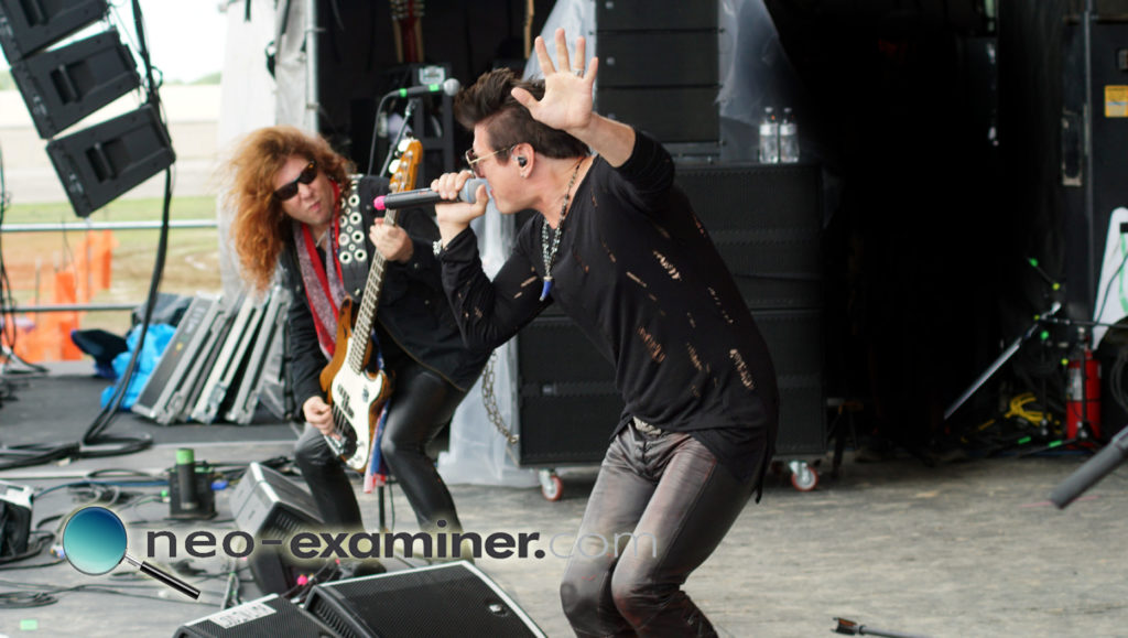 Marten performing with Steelheart